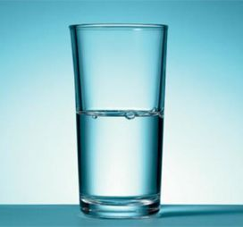 bicchiere mezzo pieno mezzo vuoto